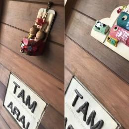 小さな家~緑の中で暮らす木のアトリエ付住宅~ (玄関飾り)