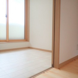 無垢材を使ったナチュラルテイストのぬくもりのある家 (2階物干し室)