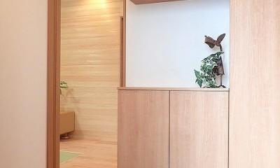 無垢材を使ったナチュラルテイストのぬくもりのある家 (玄関ホール)