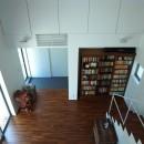辻堂の家の写真 2階から玄関ホール・リビングを見る