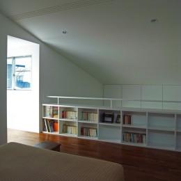 辻堂の家 (2階図書コーナー)