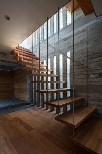 清水の家 (ホール・階段)