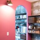 植物と書道家とルイスバラガンとの写真 ピンクの壁が映える洗面所