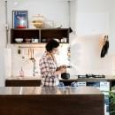 植物と書道家とルイスバラガンとの写真 広い調理スペースが魅力のキッチン