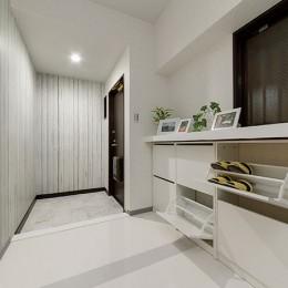 仕事を持つカップルのための分譲マンション/間取りを楽しめる北欧空間 (玄関)
