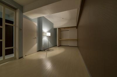 ベッドルーム (仕事を持つカップルのための分譲マンション/間取りを楽しめる北欧空間)