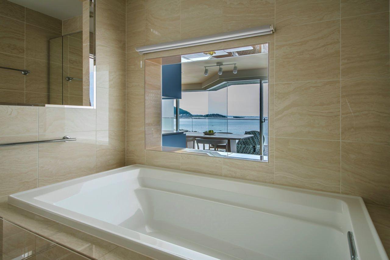 バス/トイレ事例:バスルーム(碧き風の家)