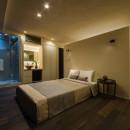海に浮かぶ家の写真 落ち着いた雰囲気の寝室