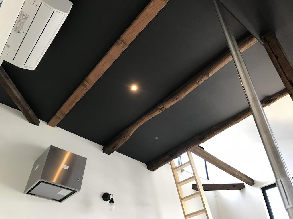 その他事例:天井(モノトーンで統一されたシンプルハウス)