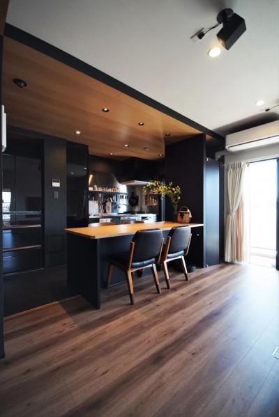 キッチン (T様邸 ~こだわりの白と黒のコントラスト美~)