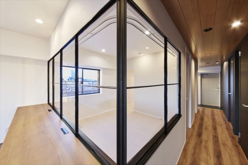 T様邸 ~こだわりの白と黒のコントラスト美~ (室内窓)
