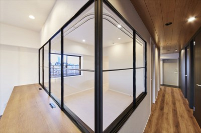 室内窓 (T様邸 ~こだわりの白と黒のコントラスト美~)