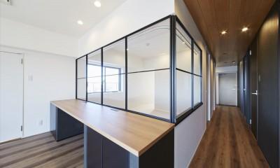 T様邸 ~こだわりの白と黒のコントラスト美~ (室内窓 2)