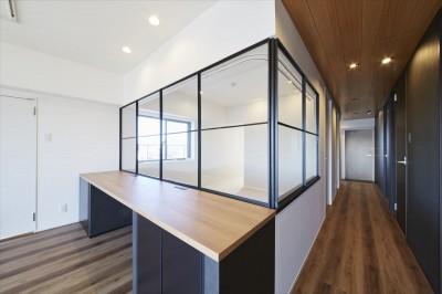 室内窓 2 (T様邸 ~こだわりの白と黒のコントラスト美~)
