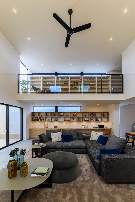 本と過ごす家 (高い天井)