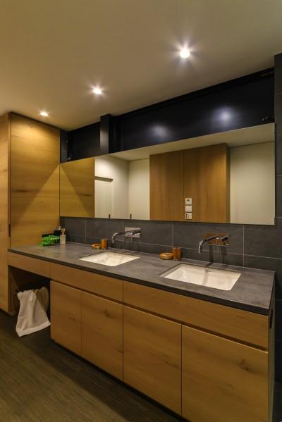 洗面スペース (本と過ごす家)