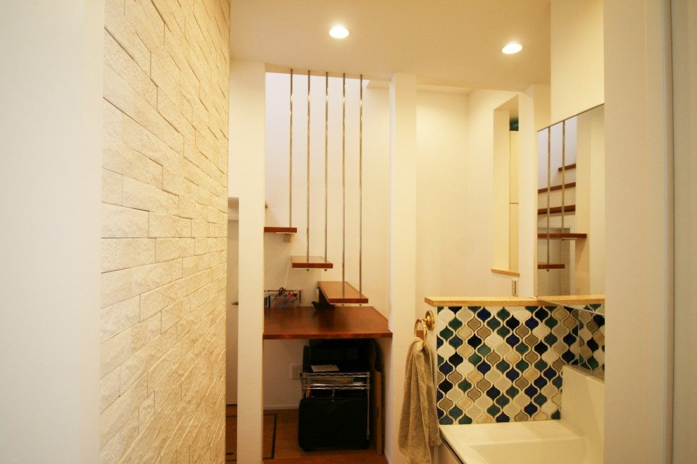 TWIN SMALL HOUSE (1階洗面&階段)