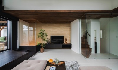 トラバーチンをあしらったアクセントウィール|非日本的な家