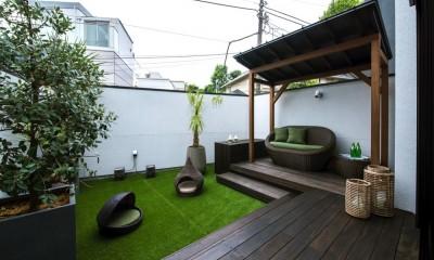 ガゼボのあるバルコニーテラス|非日本的な家