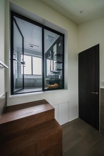 眺望を活かすバスルーム (非日本的な家)