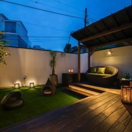 非日本的な家 (美しい夕景を楽しめるバルコニーテラス)