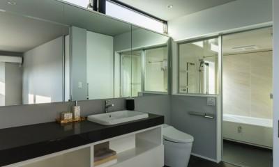 広々としたバスルーム|こだわりが重なる家