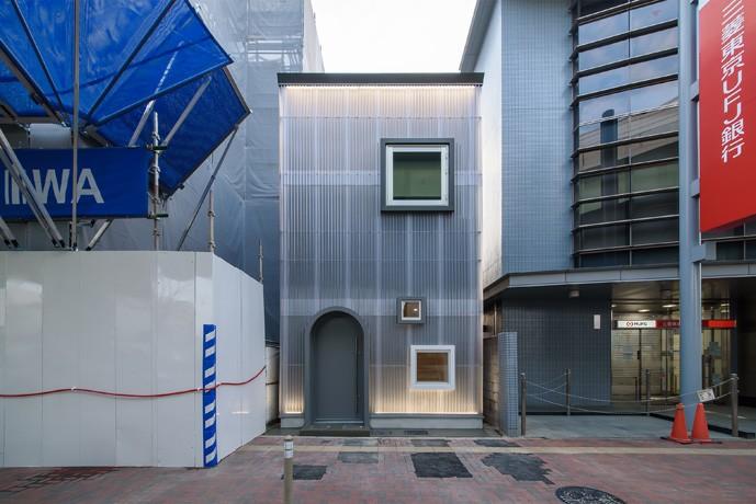 光のグラデーションハウス/照明で浮かび上がる店舗付き住宅 (外観-正面)