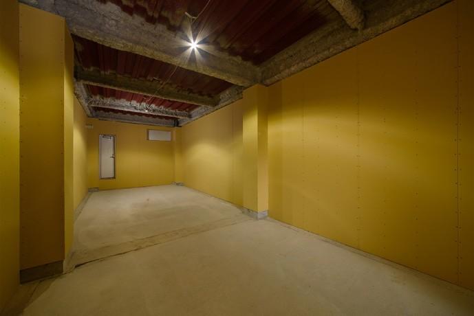 光のグラデーションハウス/照明で浮かび上がる店舗付き住宅 (多目的スペース)