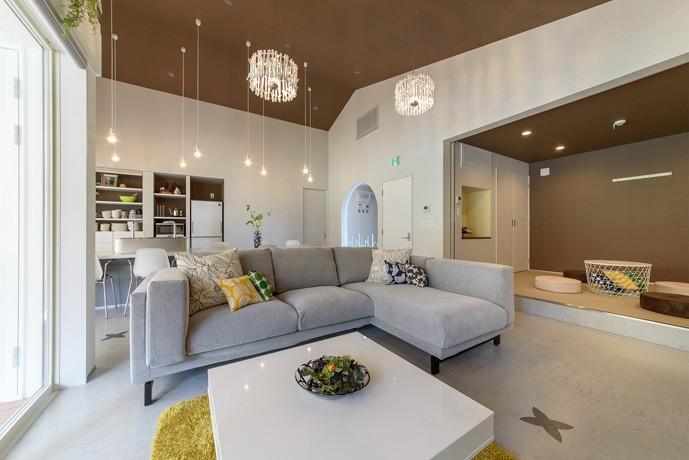Holiday Villa Gran Suite/三角屋根の長期滞在型ヴィラ(ホテル) (リビング)
