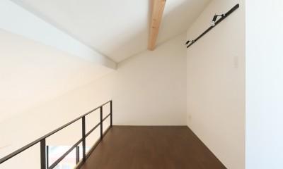 窓をなくして光を呼び込む。逆転の発想で密集地でも開放感いっぱいに暮らせる家 (ロフト)