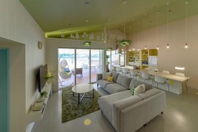 Holiday Villa Gran Suite/三角屋根の長期滞在型ヴィラ(ホテル) (リビングダイニング)