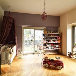 LDKと繋がる子供室 (アンティーク家具が似合う部屋)
