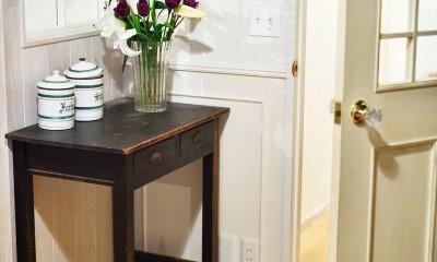 アンティーク家具が似合う部屋 (素材やパーツにこだわった扉)