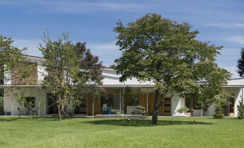 軌跡の家の写真 庭から望む家