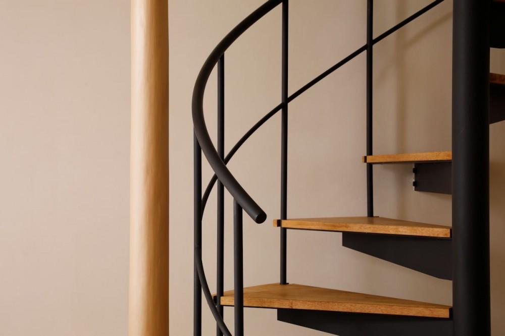 松の木ハウス (螺旋階段)