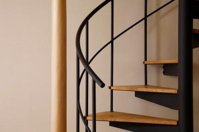 螺旋階段 (松の木ハウス)