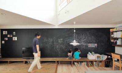 三角屋根の家 (黒板ベンチ)