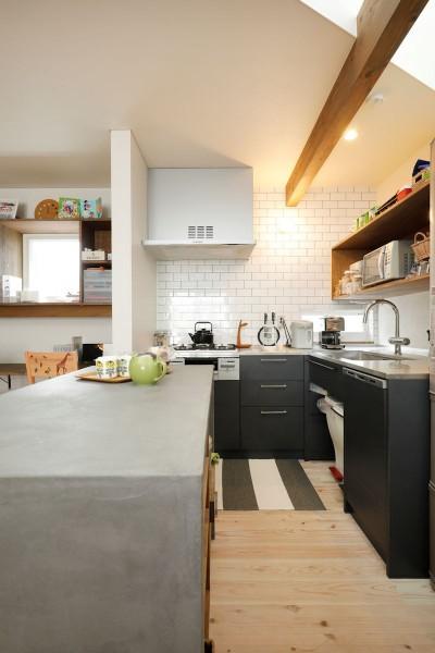 三角屋根の家 (オリジナルキッチン)