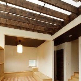 玄関ホールー半透明の床 (本の家)