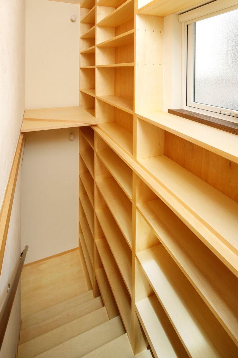 本の家 (階段)