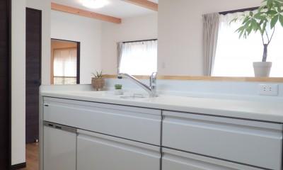 小屋裏収納付きモダンテイストなお家 (キッチン)