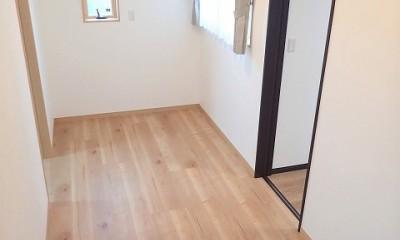 小屋裏収納付きモダンテイストなお家 (2階ホール)