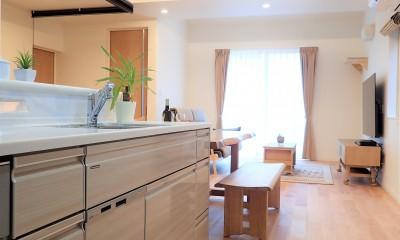 小上がりの畳コーナーと間接照明で癒し空間のあるお家 (アイランドキッチン)