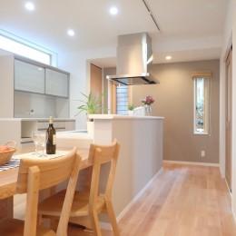 小上がりの畳コーナーと間接照明で癒し空間のあるお家
