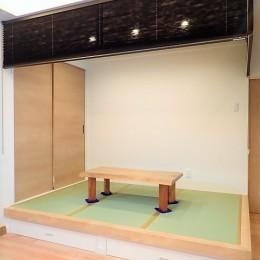 小上がりの畳コーナーと間接照明で癒し空間のあるお家 (小上がり畳コーナー)