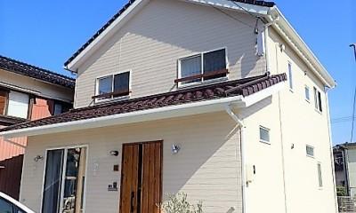 小上がりの畳コーナーと間接照明で癒し空間のあるお家 (外観)