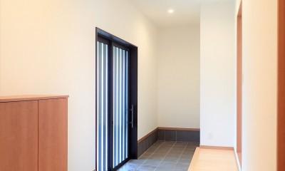 無垢桧をふんだんに使ったお風呂で木の香りに包まれた保養所 (玄関ホール)