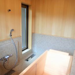 無垢桧をふんだんに使ったお風呂で木の香りに包まれた保養所 (桧風呂)