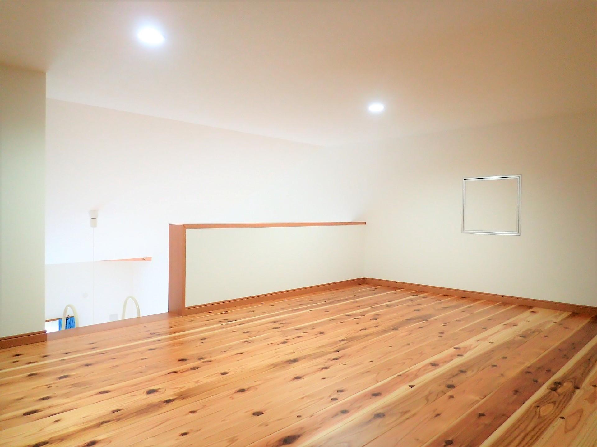 収納事例:小屋裏ロフト(無垢桧をふんだんに使ったお風呂で木の香りに包まれた保養所)