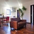 カバザクラの無垢材を使用した温もりのある半独立型二世帯住宅の写真 2階LDK【子世帯】